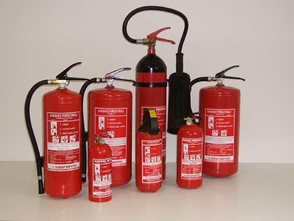 Evropská komise si chce pronajmout 15 tisíc hasicích přístrojů