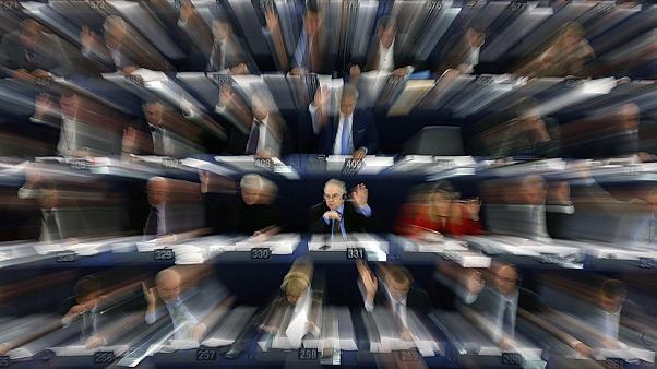 """Europoslanci budou mít biometrické digitální """"píchačky"""""""