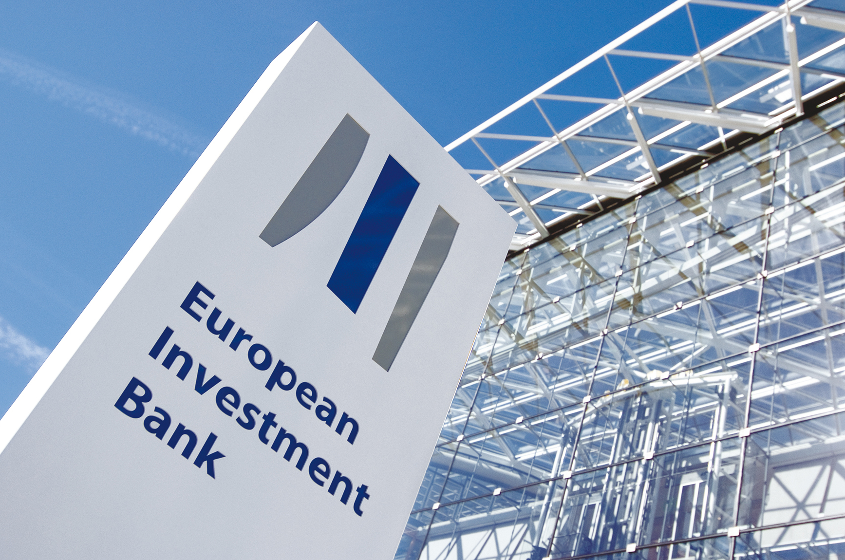 Evropská investiční banka hledá firmu, která jí zajistí externí IT experty a služby. Kontrakt za €145 milionů