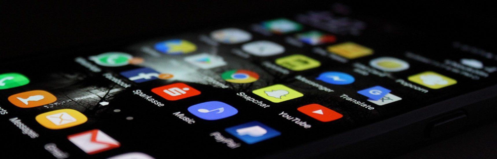 Vývoj webových a mobilních komunikačních aplikací pro EU agenturu z italského Turína