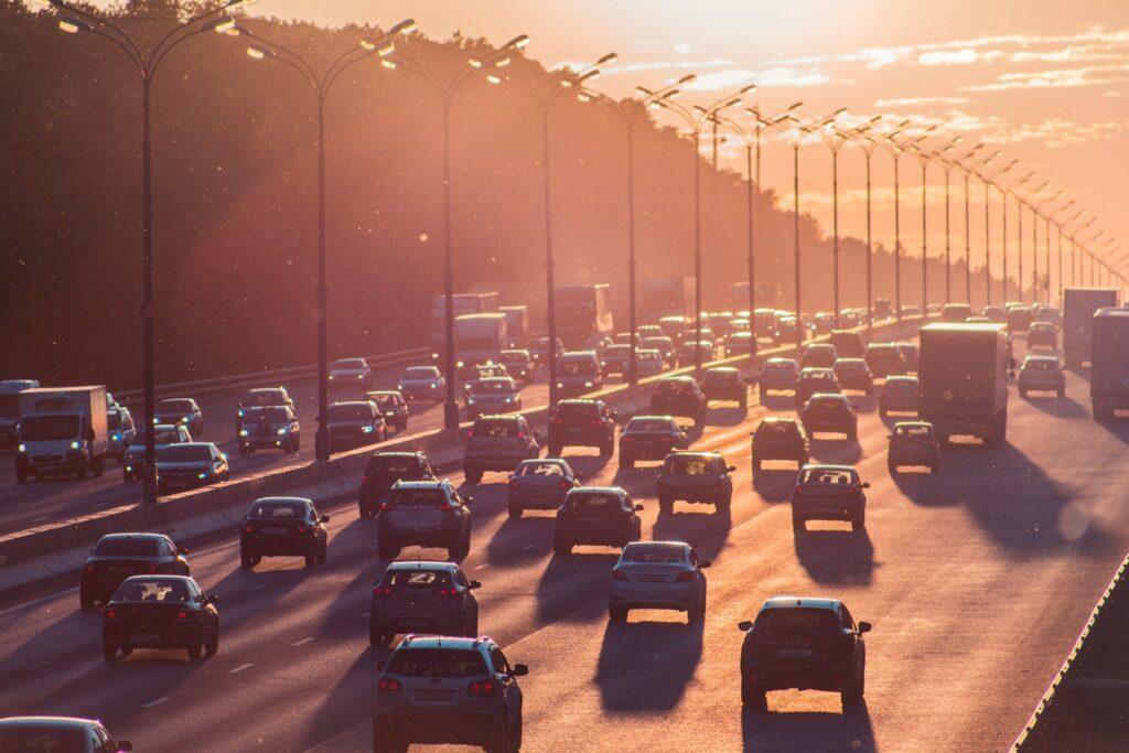 Brusel hledá nové IT řešení pro přístup aut do měst a informování řidičů